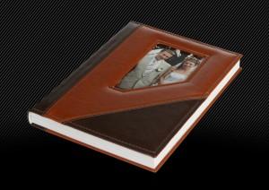 Фотокнига с кожаной обложкой и несимметричным окошком