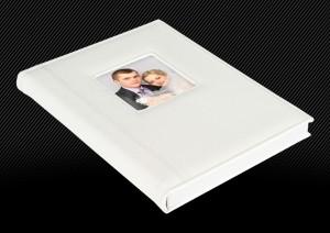 Свадебная фотокнига в белой кожаной обложке. Дополнительные элементы: маленькое окошко, двойная прострочка. торец