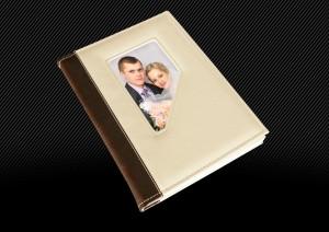 Свадебная фотокнига с белой кожаной обложкой и темно-коричневым корешком