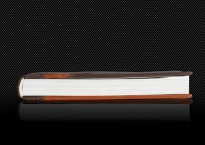 Фотокнига с кожаной обложкой и несимметричным окошком, торец