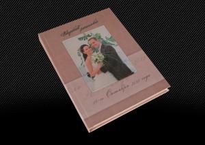Свадебная фотокнига с полиграфической обложкой,  один из ракурсов
