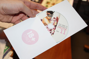 записанный диск с печатью и индивидуальной обложкой